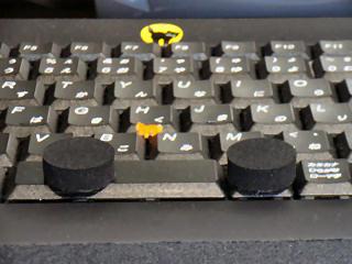 キートップに貼り付けたゴムスポンジ