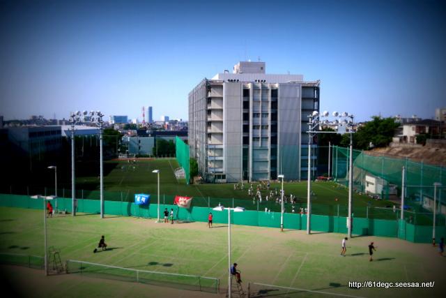 運動場と学び舎