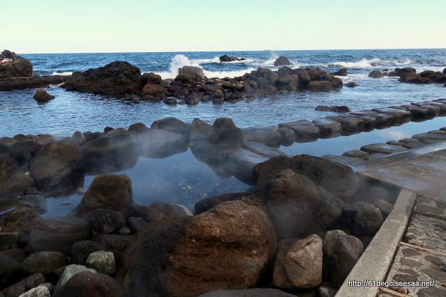 水無海浜温泉の水没する湯舟