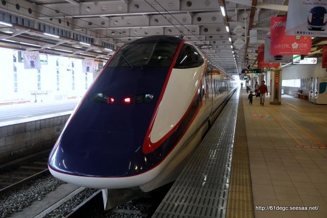 新庄駅に到着した「つばさ」